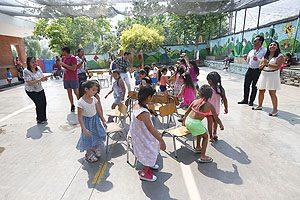 Uno de los juegos en que participaron los 24 niños del Kinder A.