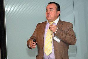 """""""Pruebas estadísticas para comparación y validación de métodos de inmunofluorescencia"""" fue el título de la ponencia del TM Mg Pedro Cortés, docente de la Escuela de Tecnología Médica UDP."""