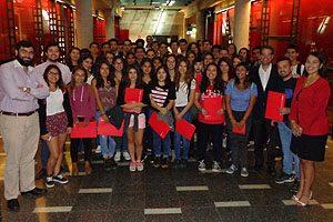 Equipo Docente de la Escuela de Kinesiología UDP, junto con estudiantes de 1° año.