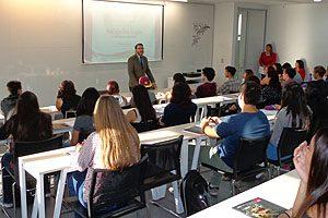 Dr. Marcelo Navia en la ceremonia de bienvenida realizada ayer en la Escuela de Odontología UDP.