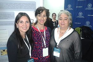 De la Escuela de Odontología UDP: doctoras Macarena Venegas, Carmen Julia Rosales de Diego, Secretaria de Estudios, y Verónica Tapia.