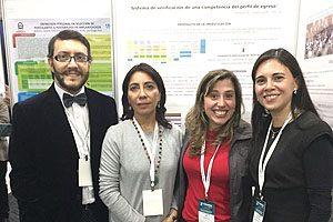 Dr. Marcelo Navia, Director de la Escuela de Odontología UDP, junto a las doctoras Mónica Espinoza, Secretaria Académica del mencionado programa, y Giorgina Ferri y Macarena Venegas.