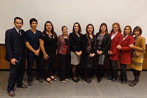 Equipo Directivo de la Escuela de Enfermería UDP en compañía de docentes, estudiantes y secretarias.