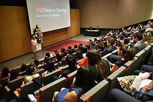 Decana Yasna Carrión, en el discurso que ofreció durante la 10° Ceremonia de Titulación de la Escuela de Odontología UDP.