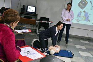 En  la Sala de Habilidades de la Escuela de Enfermería UDP se efectuó la capacitación a funcionarios de CAPREDENA.