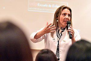 EU Mg Pamela Torres, Directora de la Escuela de Enfermería UDP.