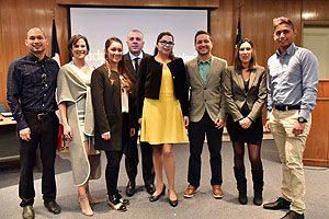 Los 8 cirujano-dentistas que culminaron el postgrado de especialización de la Escuela de Odontología UDP.