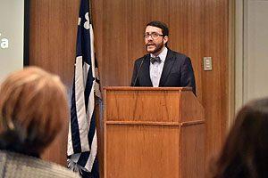 Dr. Marcelo Navia. Director de la Escuela de Odontología UDP, durante su discurso.