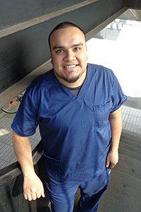 Gabriel Valero, estudiante de 5° año de la Escuela de Enfermería UDP.