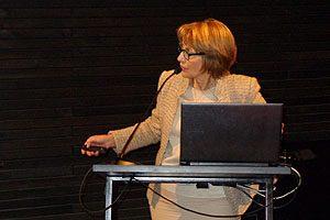Decana Yasna Carrión durante la presentación de la Cuenta Anual 2016 de la FACSyO.