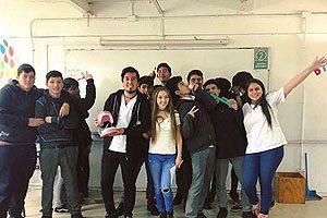 """Estudiantes del Liceo Comercial B 72 de Estación Central y de un establecimiento perteneciente al programa Abriendo Caminos de Puente Alto fueron capacitados en el contexto de """"Limpiando Sonrisas""""."""