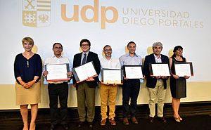 Decana Yasna Carrión con los docentes distinguidos con el Premio Excelencia Académica por Carrera o Programa.