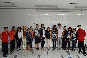 Autoridades y docentes de la Jornada junto con las matronas de campos clínicos de la comuna de Santiago.