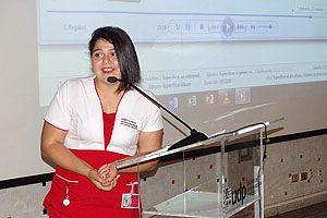 La estudiante investida Ninoska Cornejo durante su discurso.